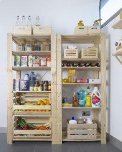 estanterias robustas de madera maciza para despensa