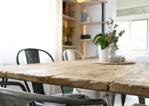encimera de mesa de madera envejecido